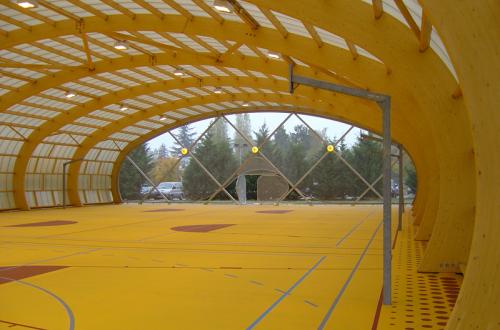Plateau sportif en bois lamellé collé vu de l'intérieur