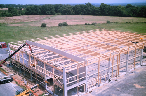 Construction de la charpente en bois lamellé collé