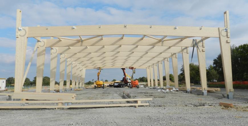 Portiques bois lamellé collé autostables - surface : 1050 m2 - 66 m3